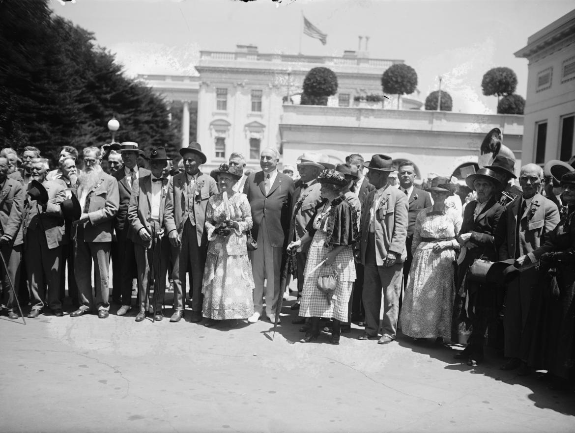 President Harding greets Confederate Veterans
